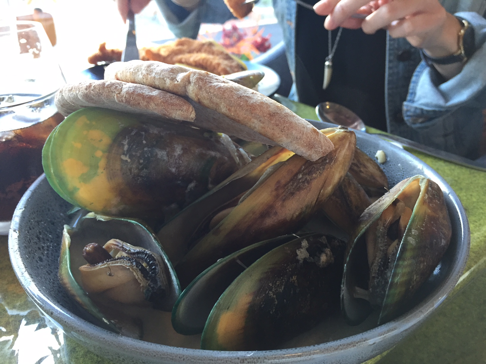 Mussels in Thai green curry sauce