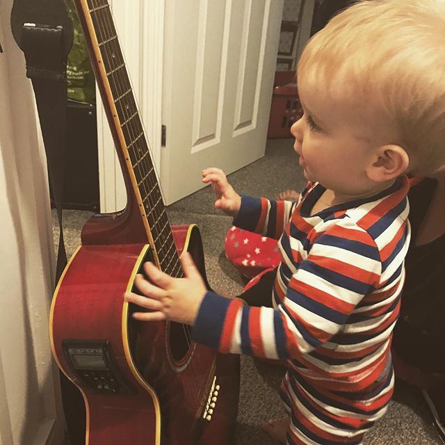 The next generation getting to grips on the 6 string... although i think he's probably gonna be a drummer 😔 #ontothenextone #handmedown #nextgeneration #musicisinhisblood #musicismydrug #pleasedontbeadrummer