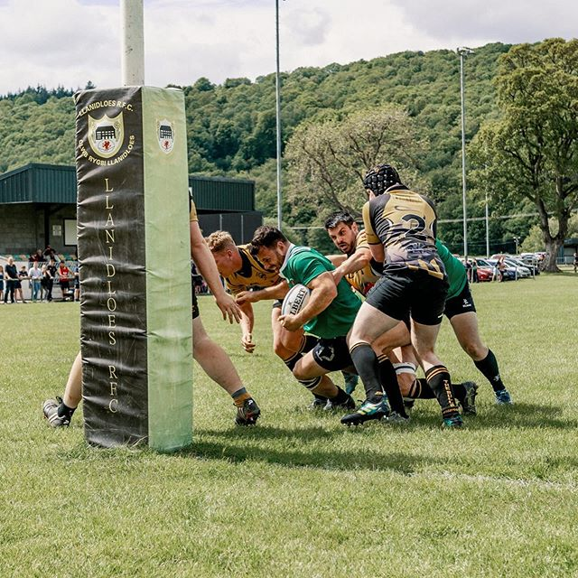 Cup Winning tries are always easily scored with three tacklers hanging off you 🤔, @stranksy93 doing the work.  @leeroyr6 with the assist... #wearewelshpool #upthedre #midwalesunderdogs