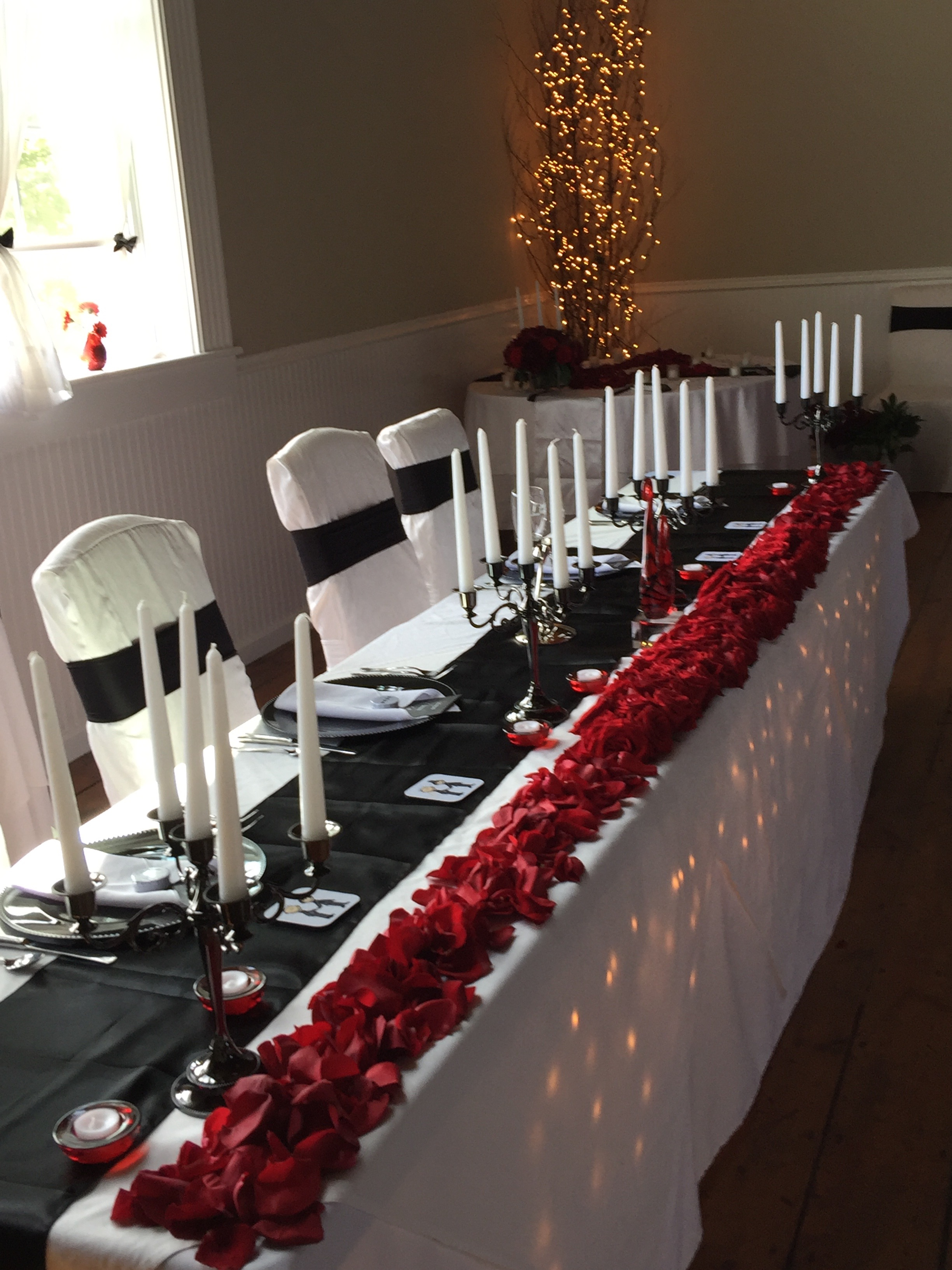 rose petals and underlighting head table.jpg
