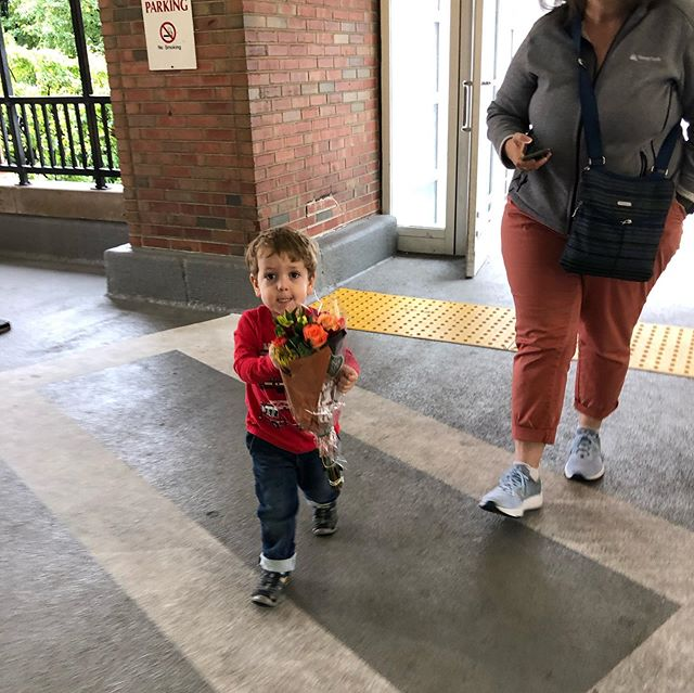 Owen met his little brother Myles yesterday. He carried flowers all through the hospital to give to mama. It was the sweetest! 😭😍😎
