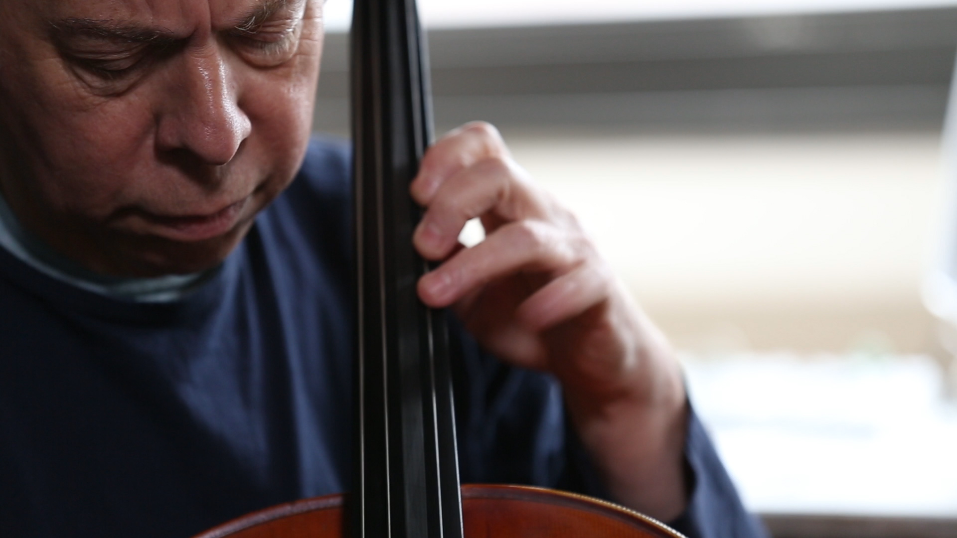 Orchestrating Hits - Classically trained cellist Larry Gold has spent a lifetime orchestrating pop classics. Today he's helping bring out the soul in R&B and Hip-hop.Season 1, Episode 10