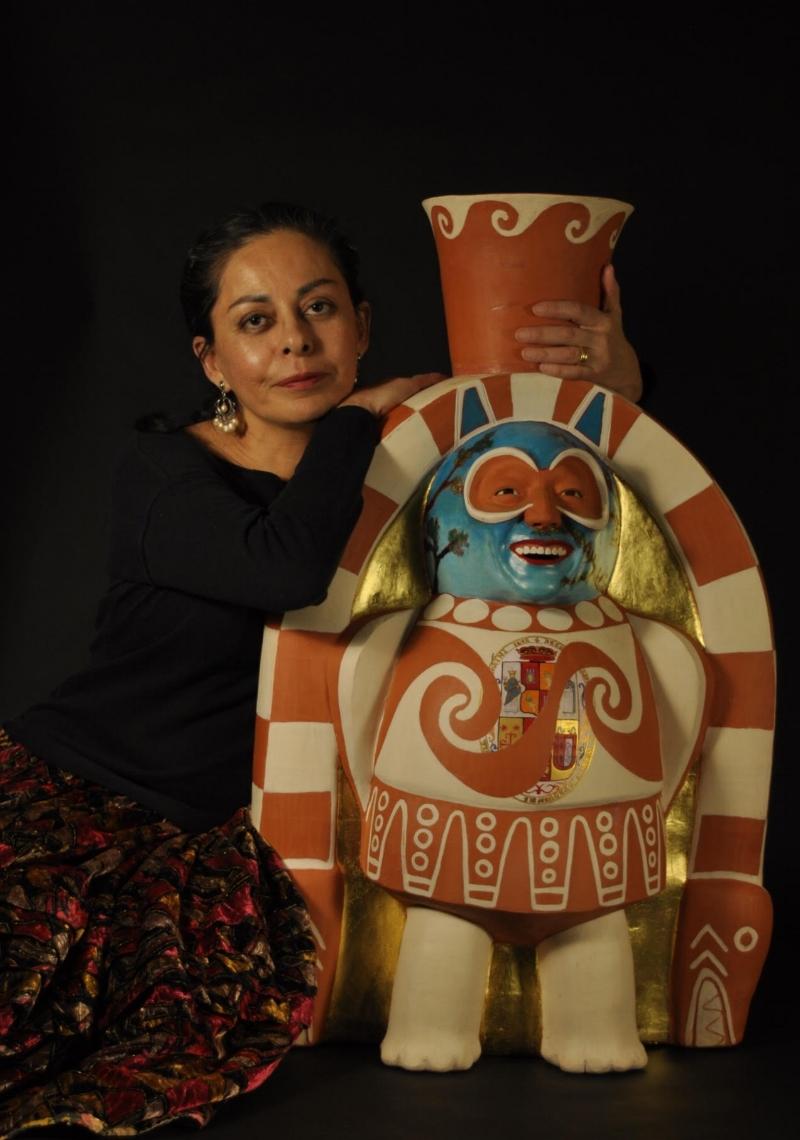 Kukuli Velarde with her sculpture, San Antonio Abad .