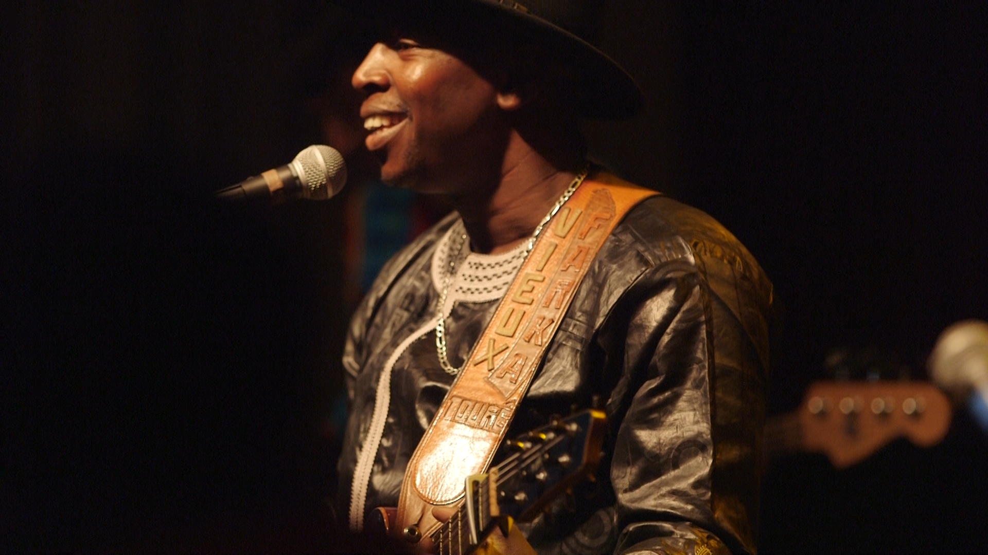 Vieux Farka Touré: The Fortunate Son - Vieux Farka Touré was drawn to music because of his father, but pursued it in spite of him.Season 4, Episode 7