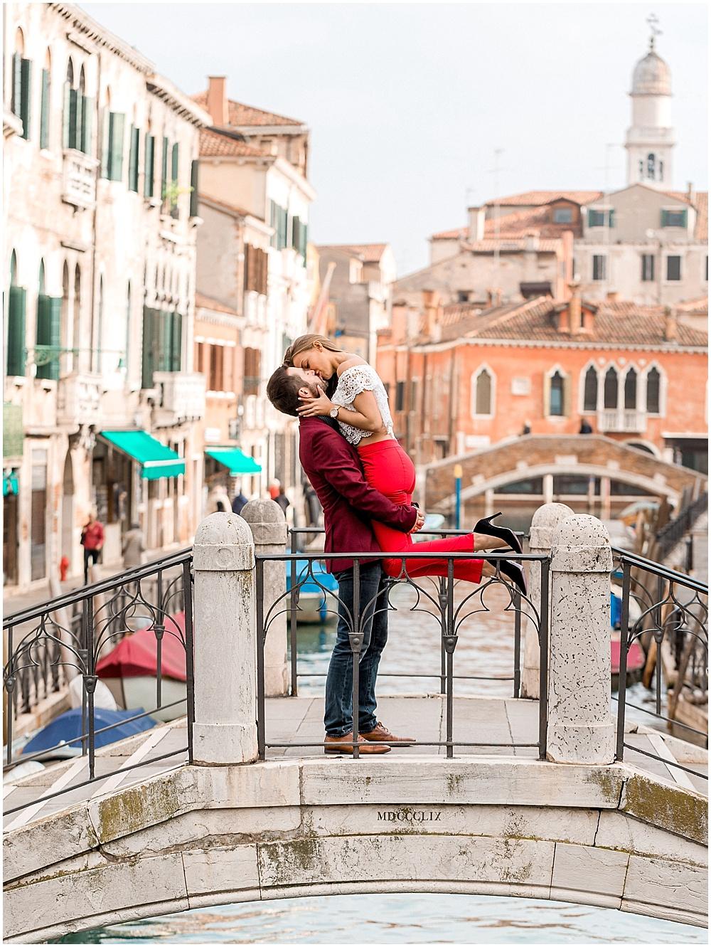 venice-italy-wedding-proposal-gondola-sunset-photoshoot5.jpg