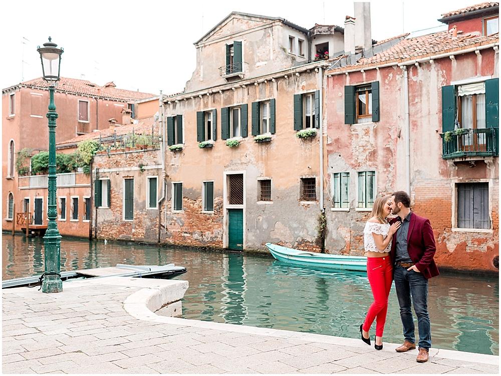 venice-italy-wedding-proposal-gondola-sunset-photoshoot11.jpg