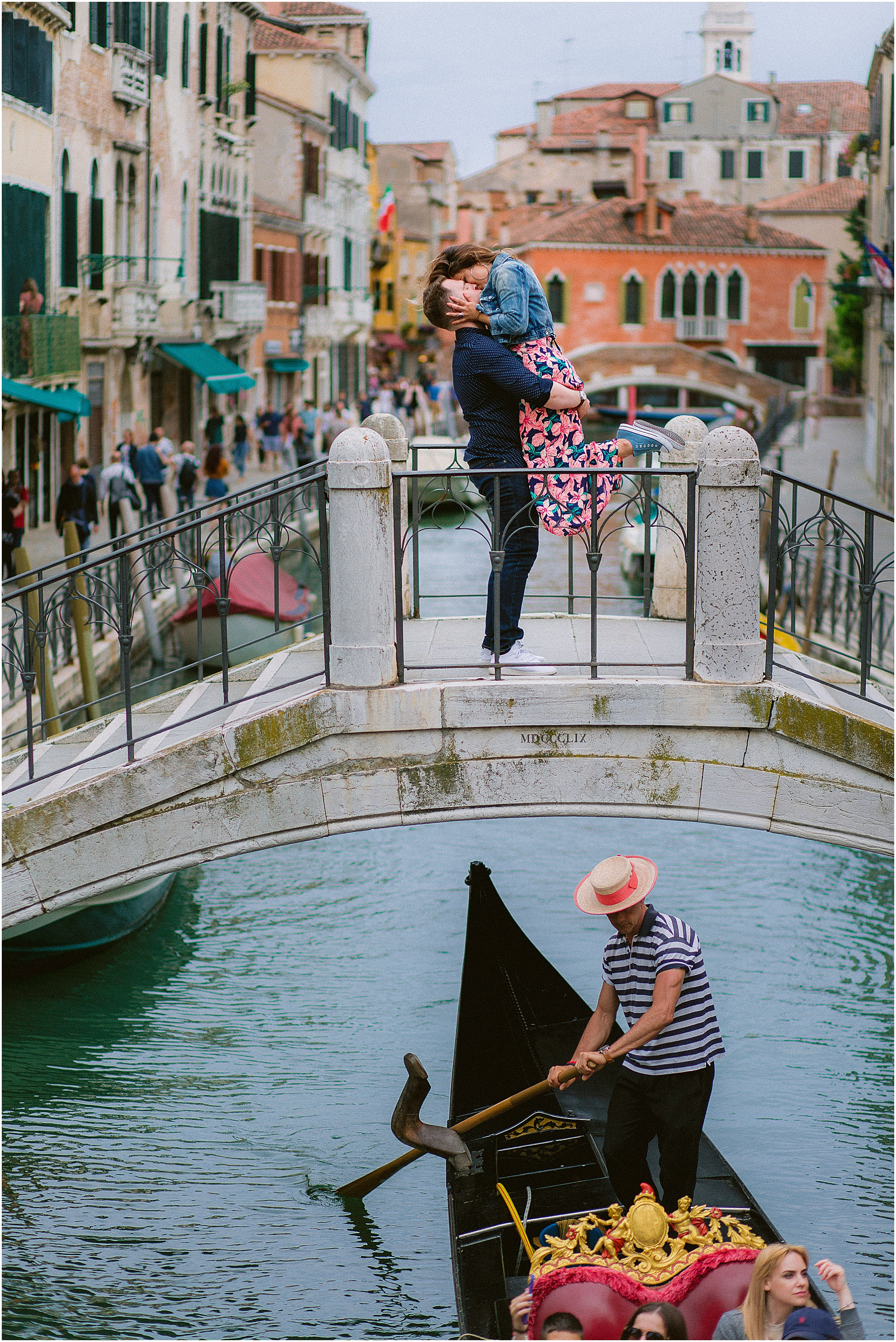 couple-photoshoot-in-venice-gondola-sunrise-stefano-degirmenci_0023.jpg