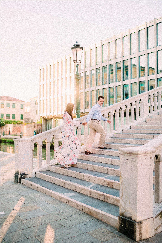 couple-lifestyle-photoshoot-in-venice-gondola-sunrise-stefano-degirmenci_0084.jpg