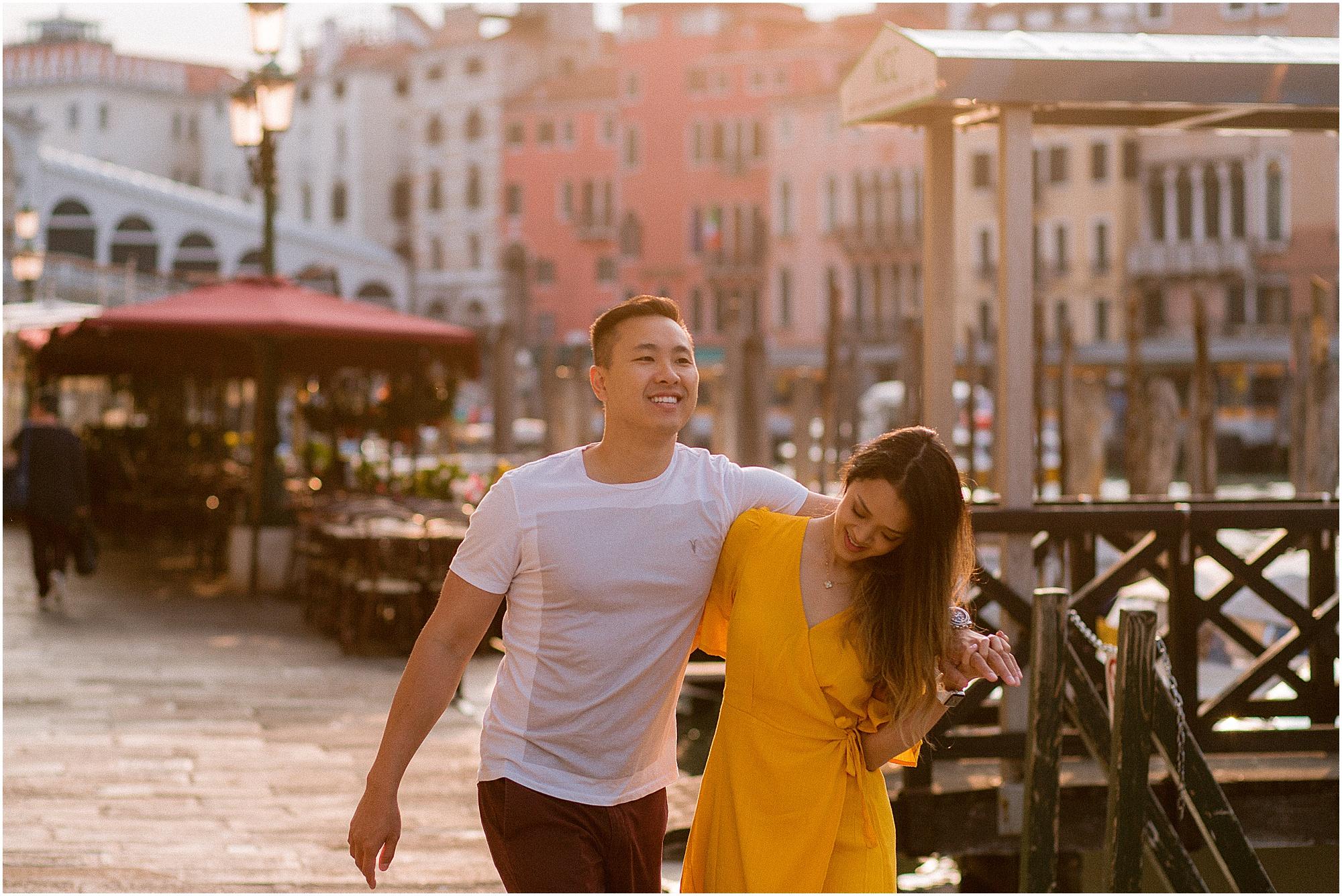 couple-lifestyle-photoshoot-in-venice-gondola-sunrise-stefano-degirmenci_0118.jpg