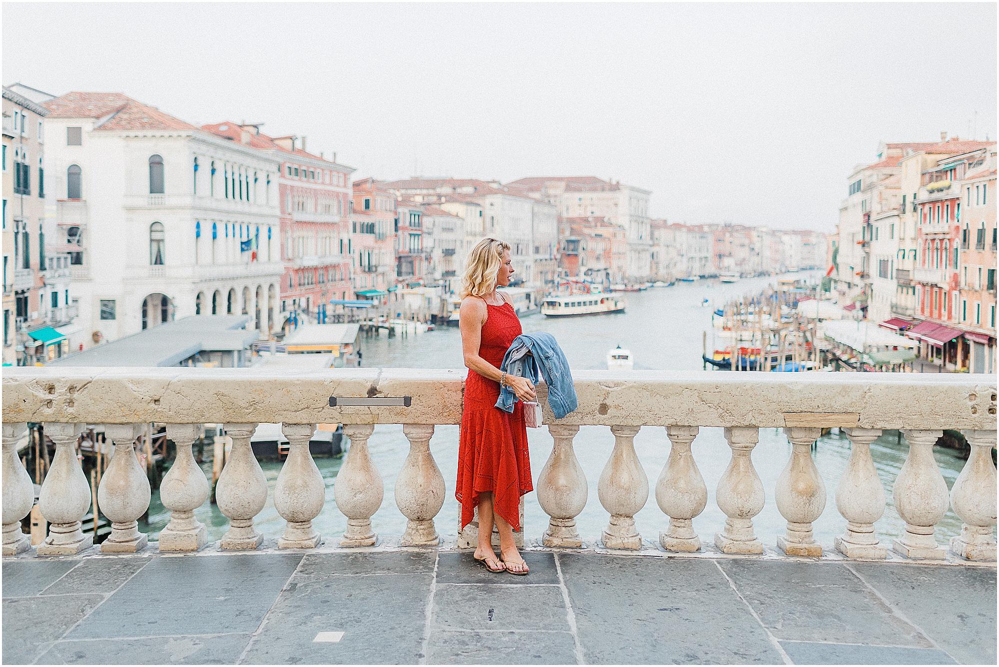 couple-lifestyle-photoshoot-in-venice-gondola-sunrise-stefano-degirmenci_0130.jpg