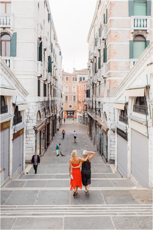 couple-lifestyle-photoshoot-in-venice-gondola-sunrise-stefano-degirmenci_0133.jpg
