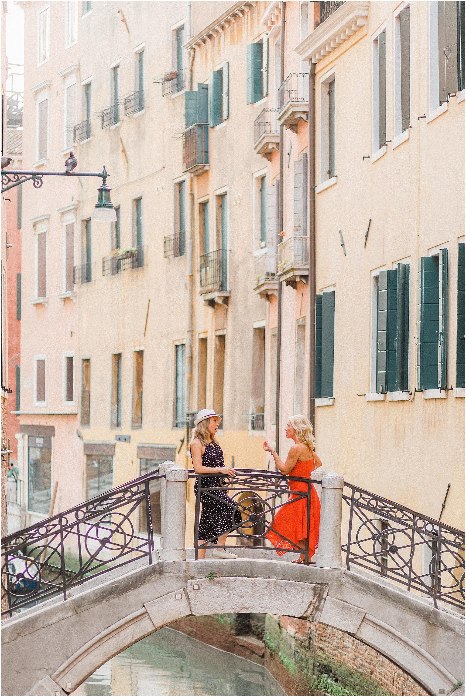 couple-lifestyle-photoshoot-in-venice-gondola-sunrise-stefano-degirmenci_0148.jpg