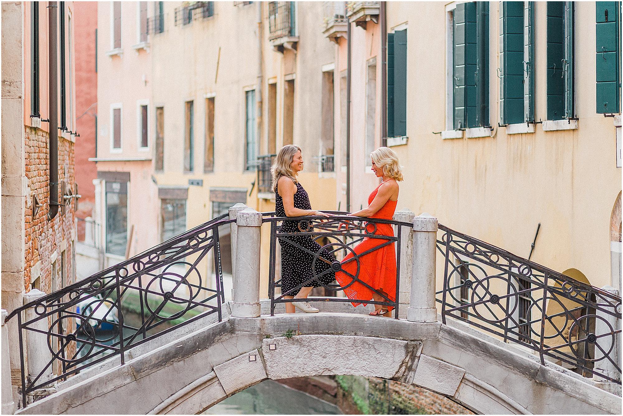couple-lifestyle-photoshoot-in-venice-gondola-sunrise-stefano-degirmenci_0135.jpg