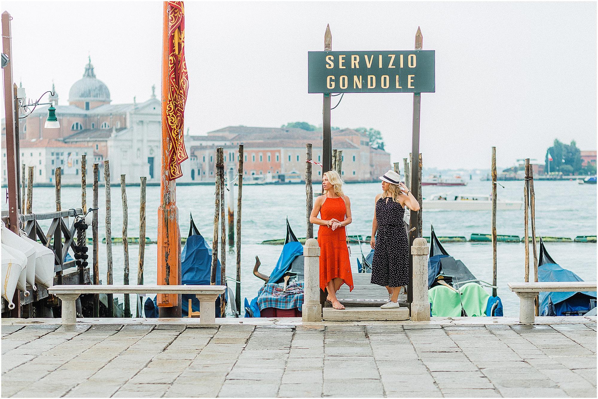 couple-lifestyle-photoshoot-in-venice-gondola-sunrise-stefano-degirmenci_0143.jpg