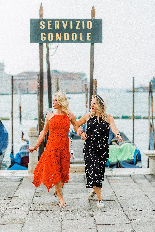 couple-lifestyle-photoshoot-in-venice-gondola-sunrise-stefano-degirmenci_0144.jpg
