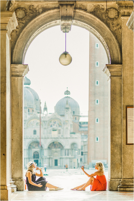 couple-lifestyle-photoshoot-in-venice-gondola-sunrise-stefano-degirmenci_0147.jpg