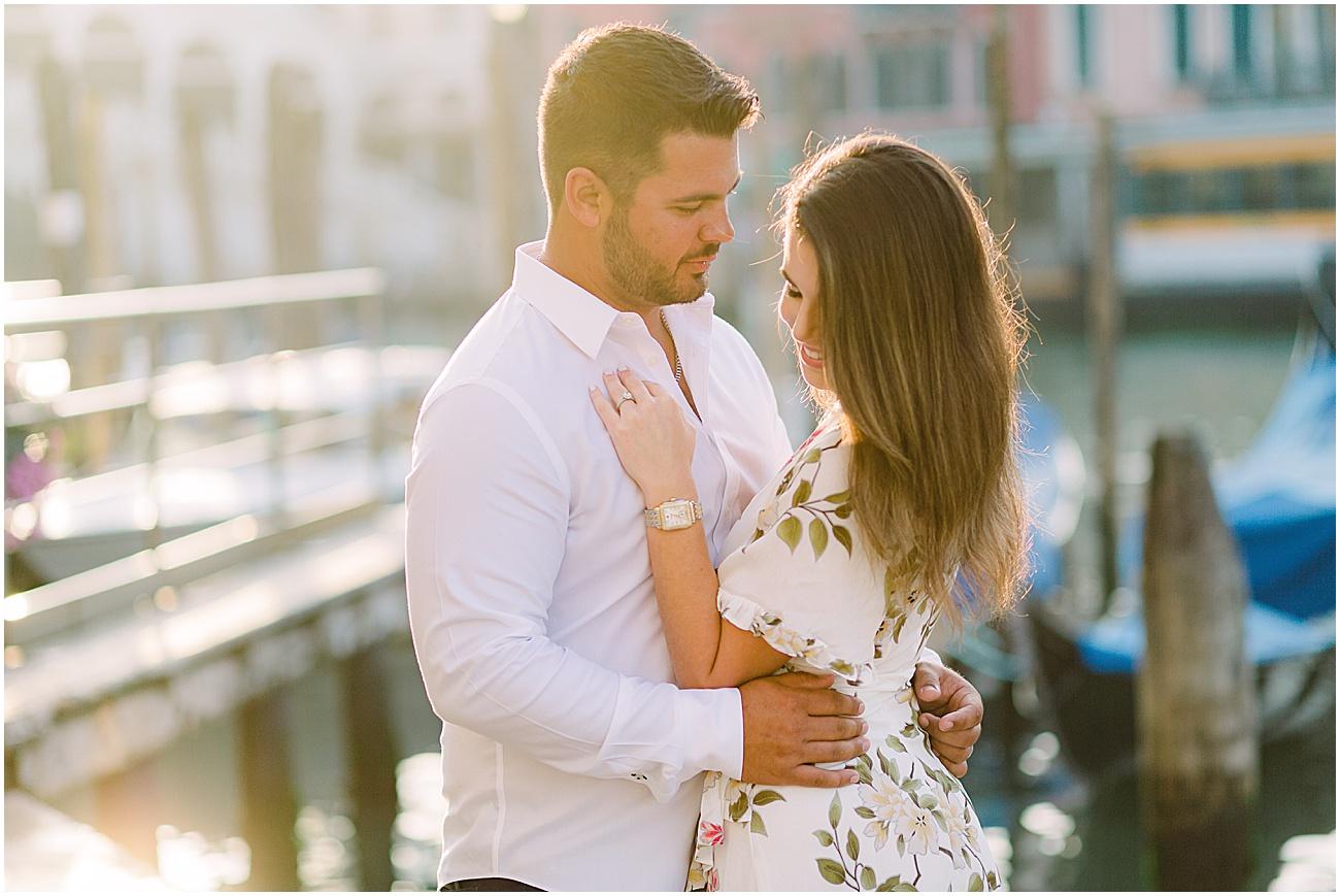 couple-lifestyle-photoshoot-in-venice-gondola-sunrise-stefano-degirmenci_0151.jpg
