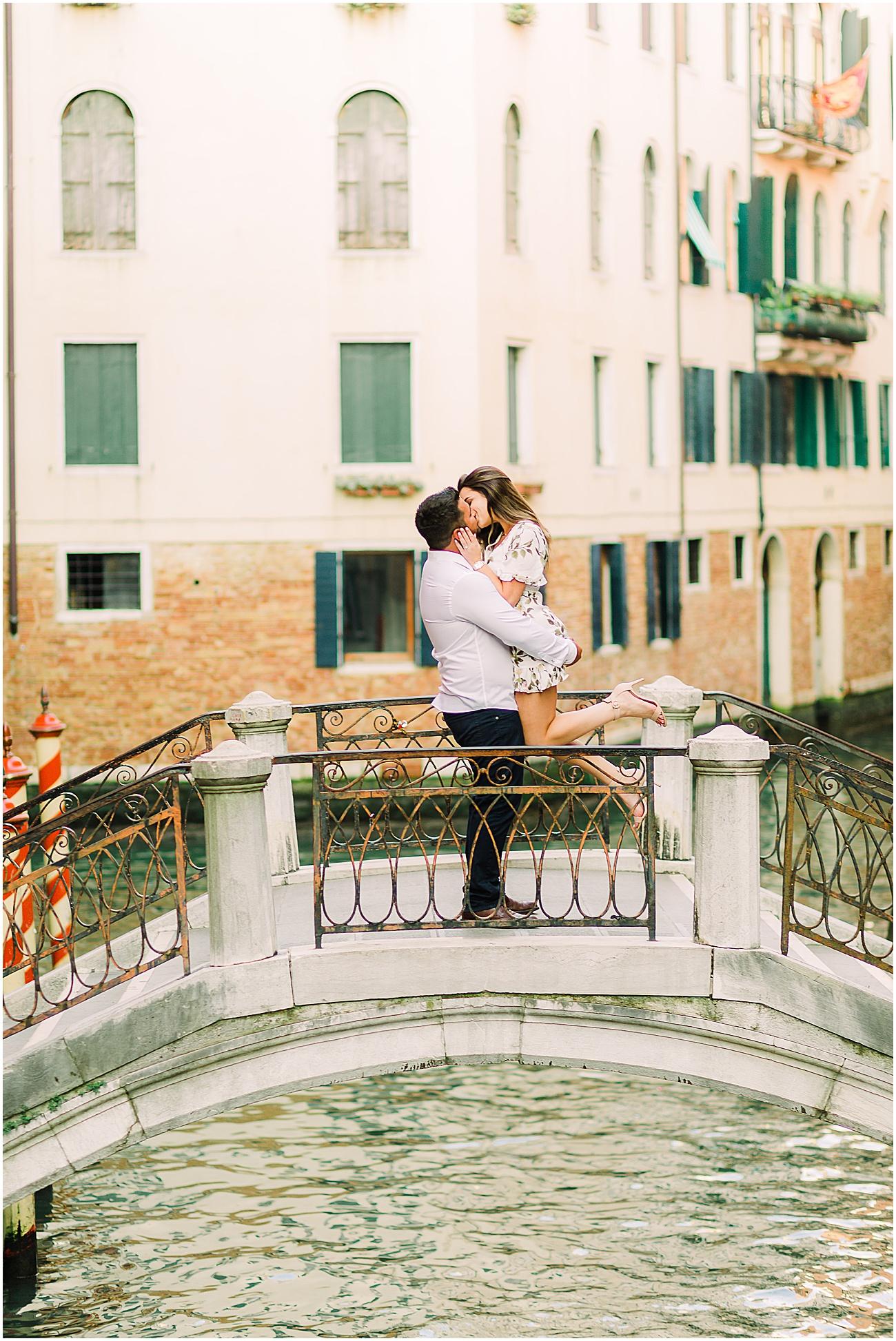 couple-lifestyle-photoshoot-in-venice-gondola-sunrise-stefano-degirmenci_0152.jpg