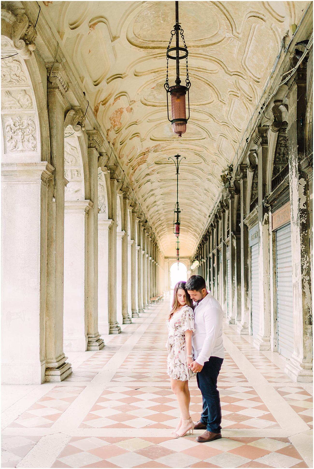 couple-lifestyle-photoshoot-in-venice-gondola-sunrise-stefano-degirmenci_0161.jpg