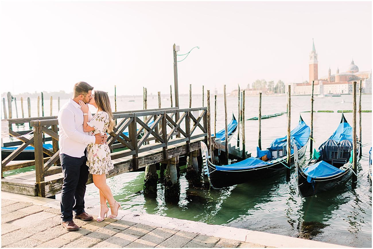 couple-lifestyle-photoshoot-in-venice-gondola-sunrise-stefano-degirmenci_0166.jpg