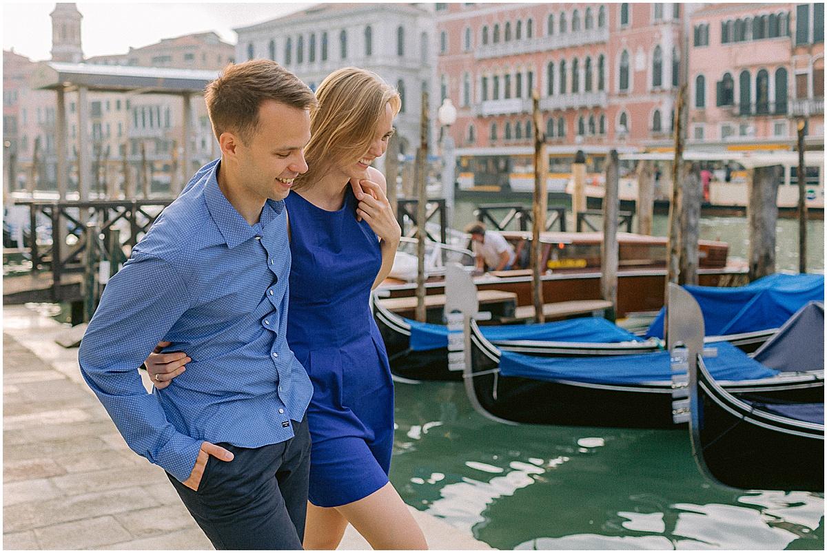 lifestyle-portrait-photography-couple-in-venice-gondola-sunrise-stefano-degirmenci_0237.jpg