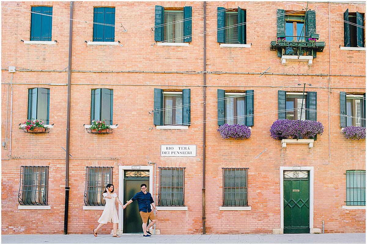 lifestyle-photographer-couple-in-venice-gondola-sunset-stefano-degirmenci_0281.jpg