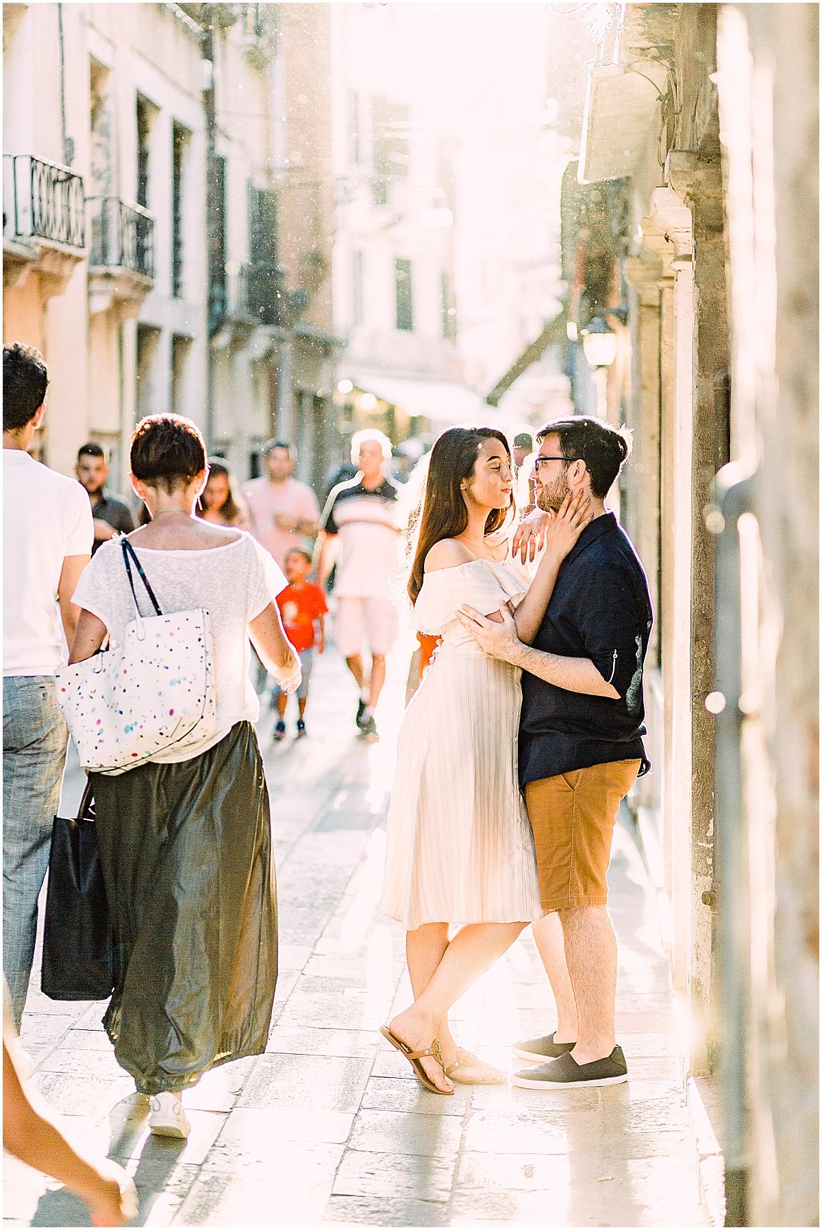 lifestyle-photographer-couple-in-venice-gondola-sunset-stefano-degirmenci_0291.jpg