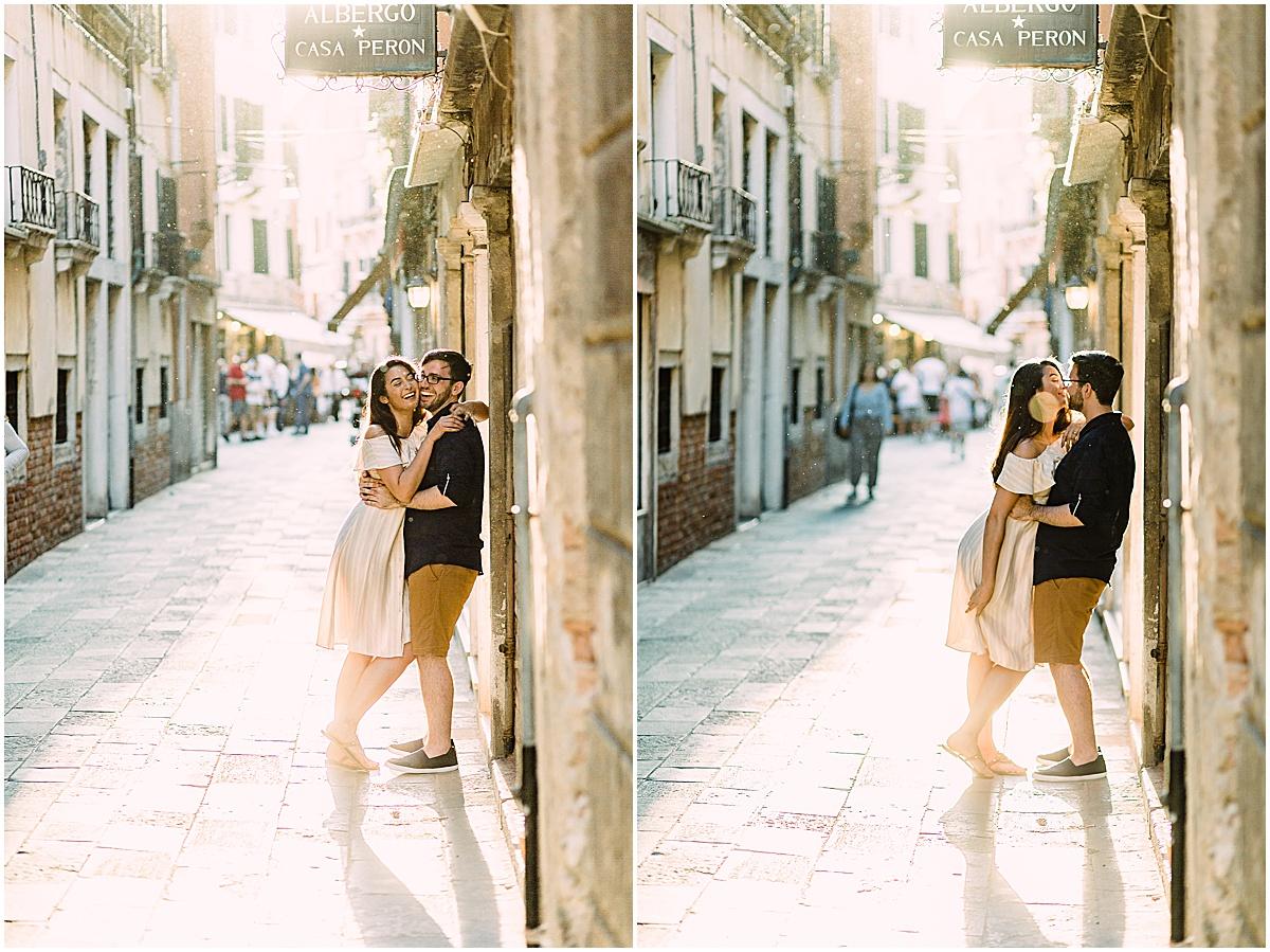 lifestyle-photographer-couple-in-venice-gondola-sunset-stefano-degirmenci_0292.jpg