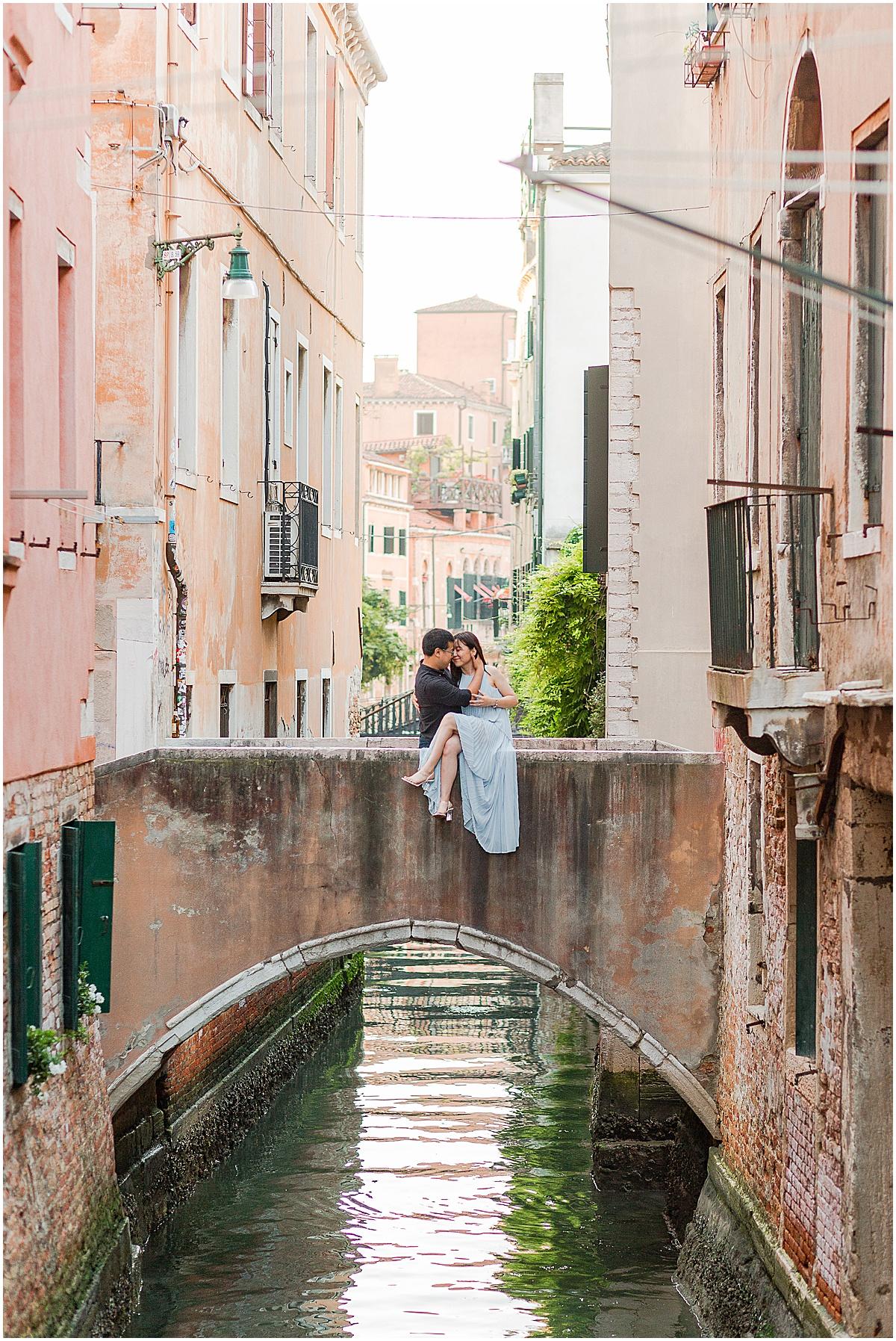 lifestyle-photographer-couple-in-venice-gondola-sunset-stefano-degirmenci_0340.jpg