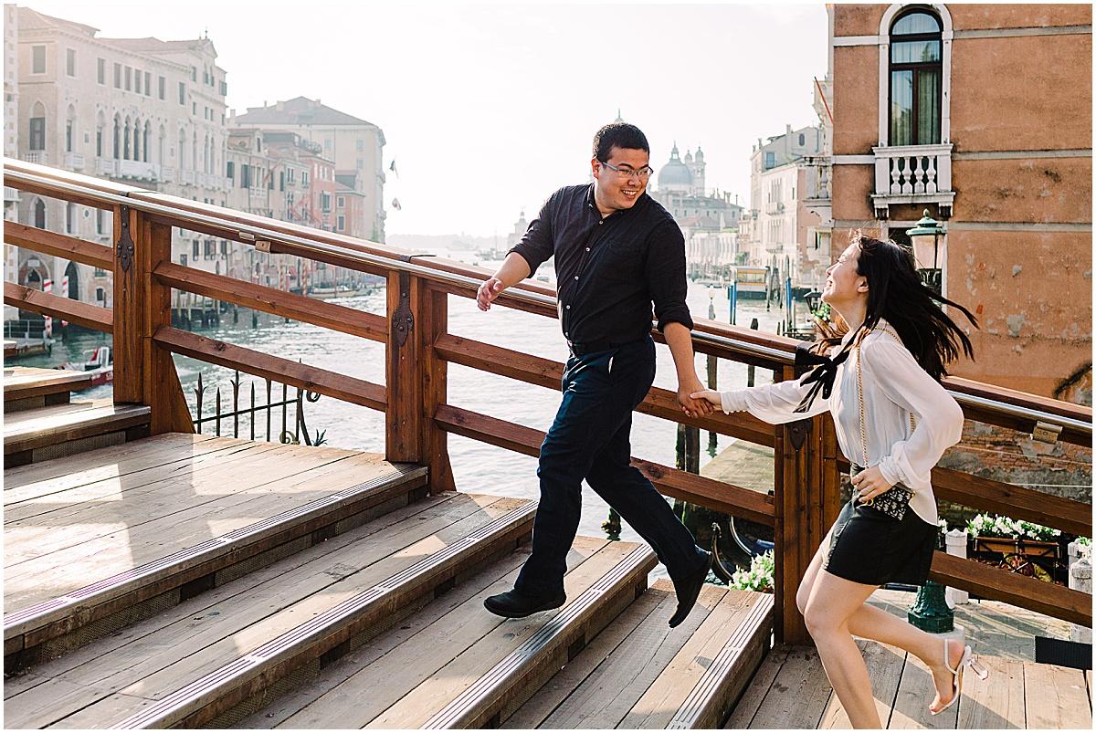 lifestyle-photographer-couple-in-venice-gondola-sunset-stefano-degirmenci_0345.jpg