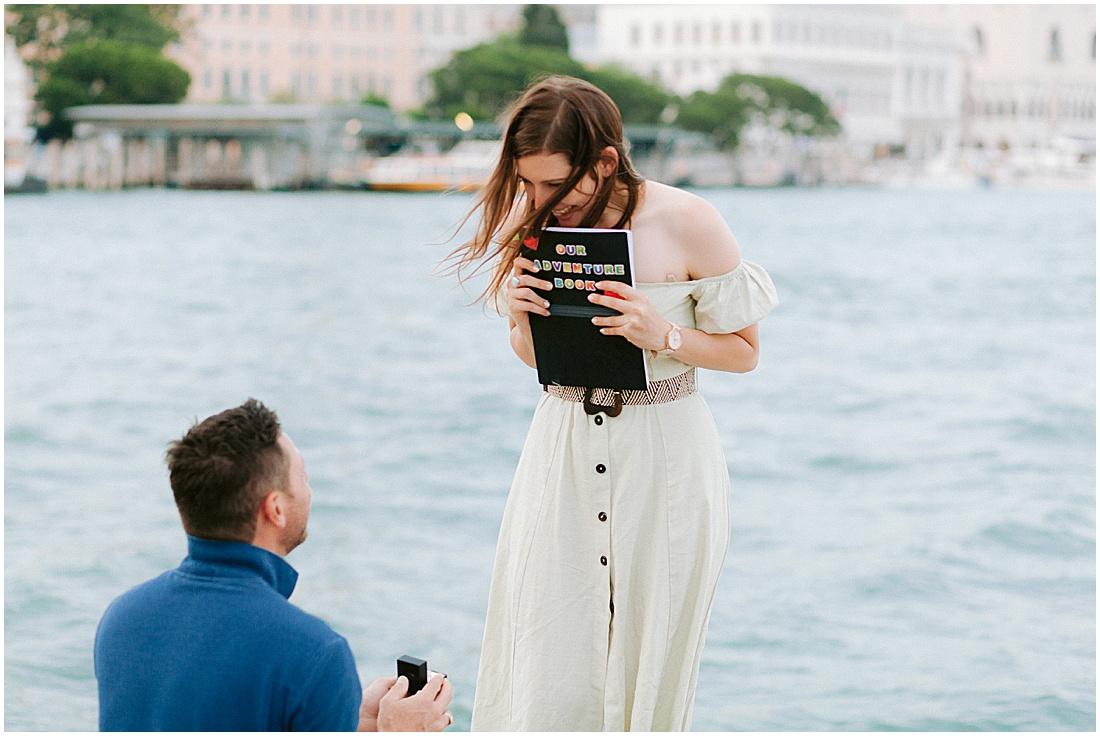 wedding-surprise-proposal-photographer-venice-gondola-sunset-stefano-degirmenci_0366.jpg