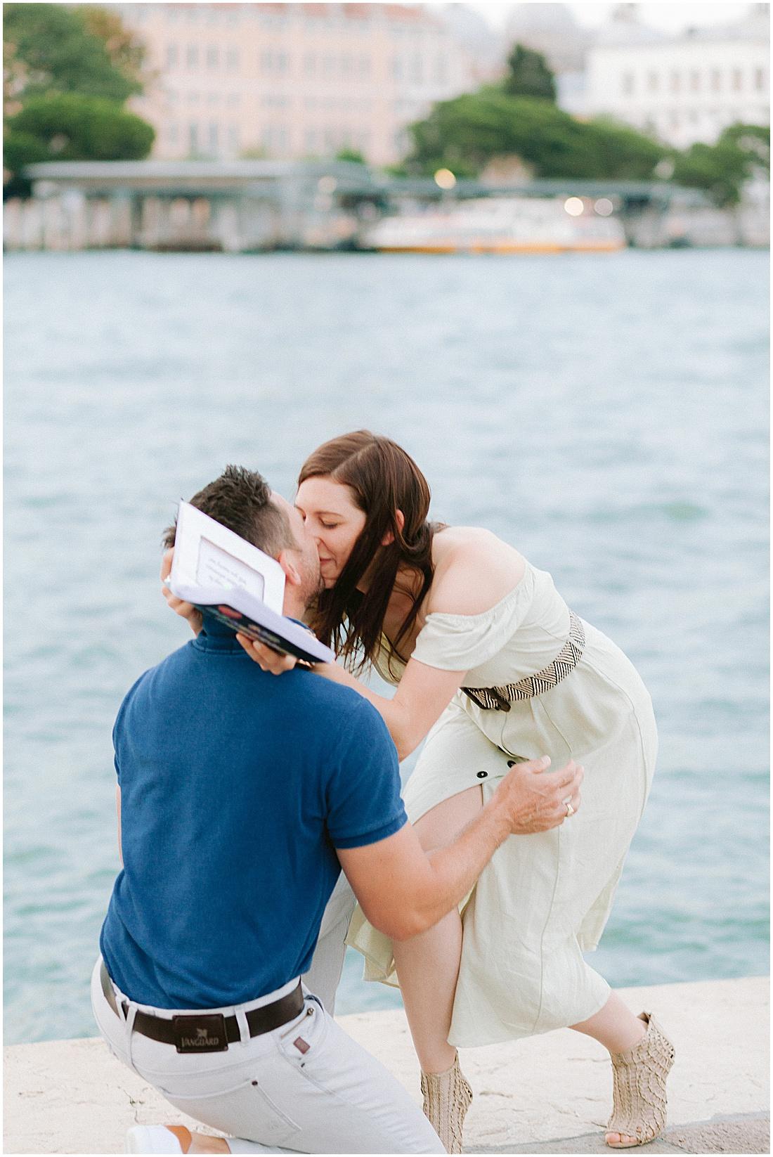 wedding-surprise-proposal-photographer-venice-gondola-sunset-stefano-degirmenci_0367.jpg