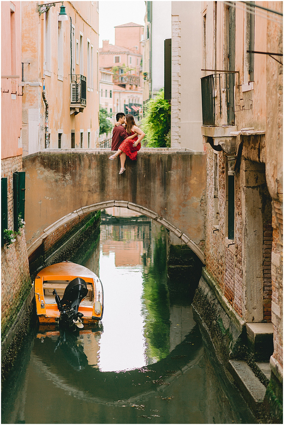wedding-surprise-proposal-photographer-venice-gondola-sunset-stefano-degirmenci_0383.jpg
