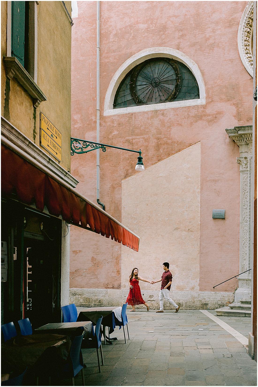 wedding-surprise-proposal-photographer-venice-gondola-sunset-stefano-degirmenci_0385.jpg
