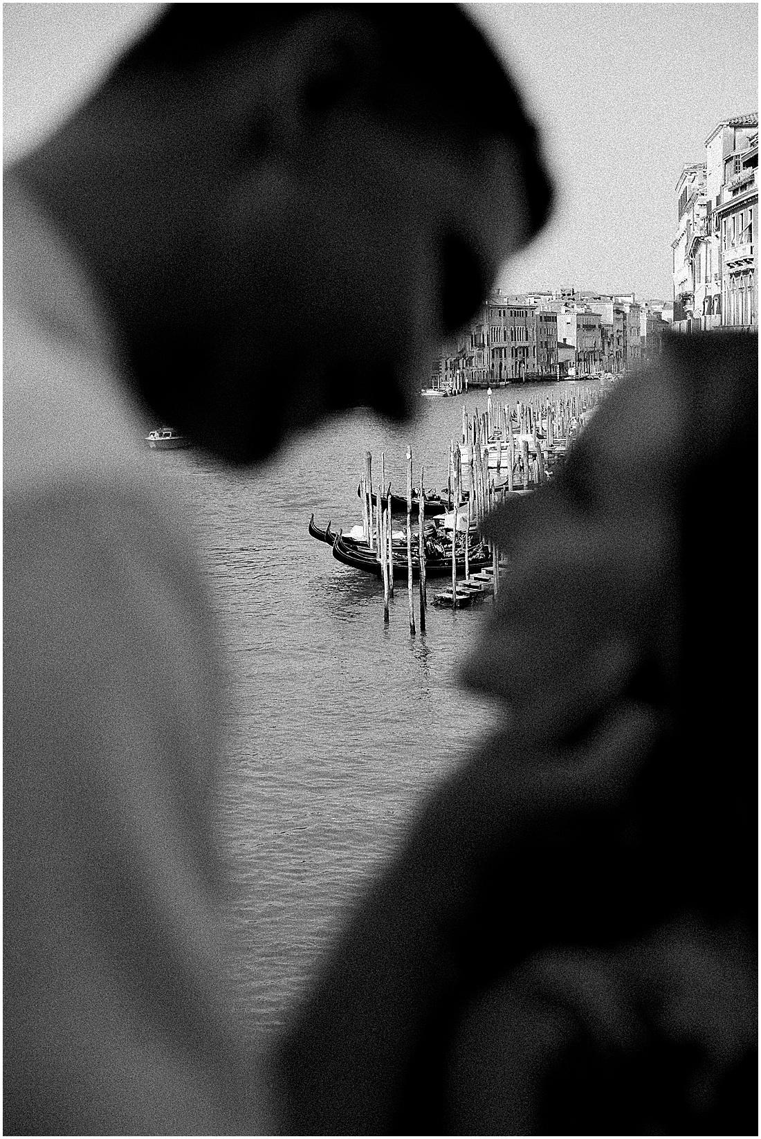 wedding-photographer-venice-gondola-sunset-stefano-degirmenci_0425.jpg