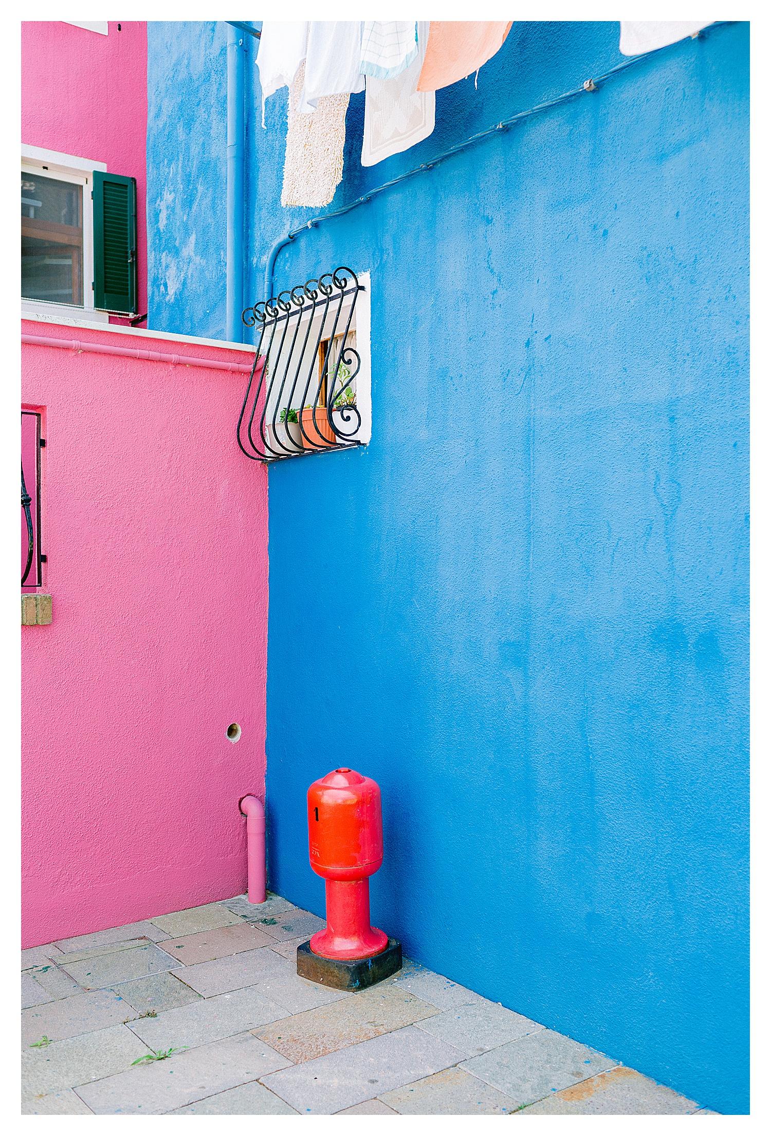 BURANO-VENICE-COUPLE-PHOTOSHOOT-COLORFUL-stefano-degirmenci_0503.jpg