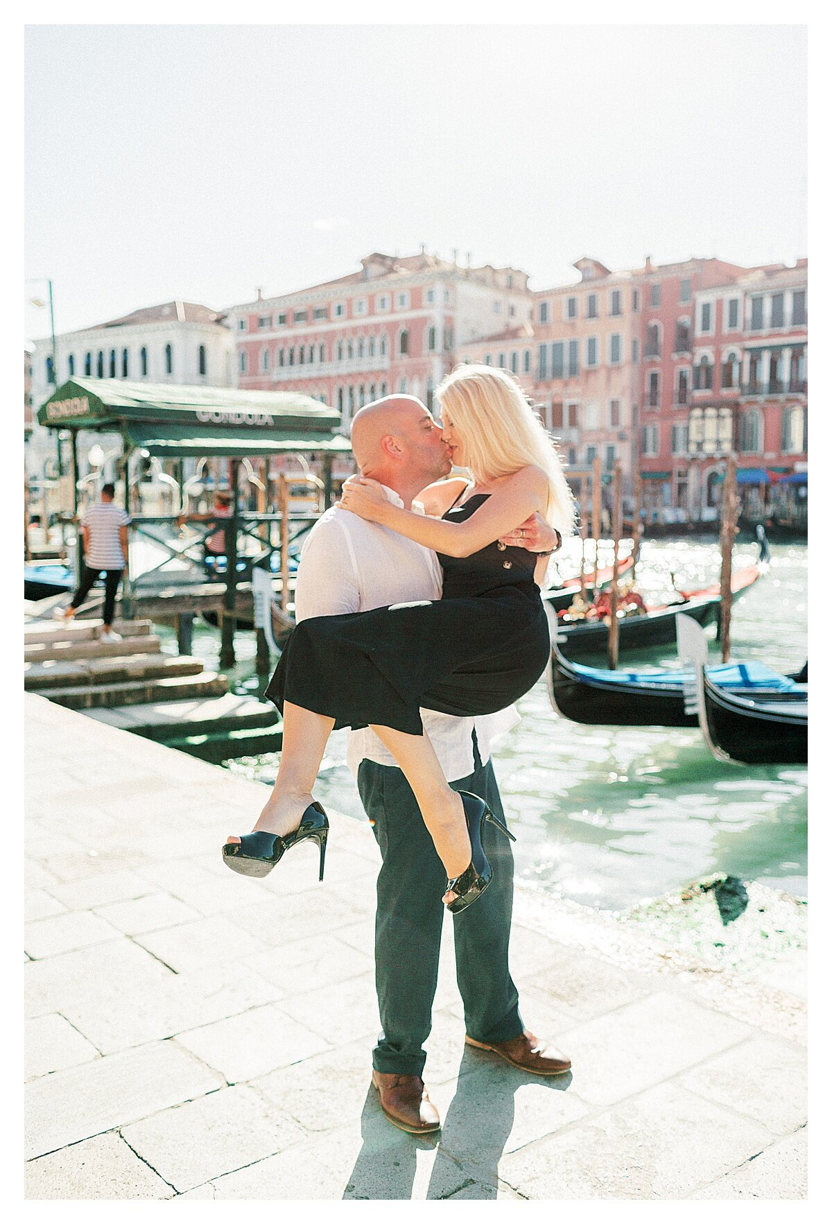 VENICE-COUPLE-PHOTOSHOOT-film-fuji-400h-stefano-degirmenci_0779.jpg