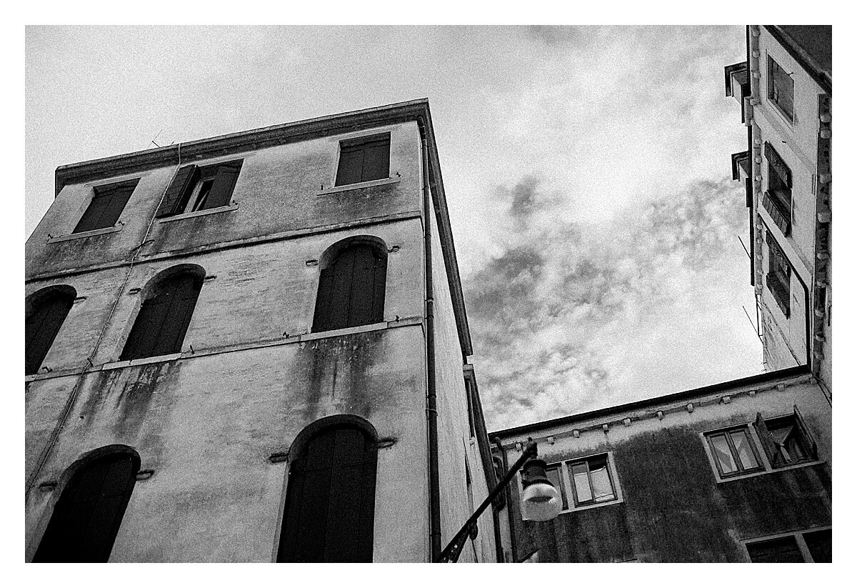 VENICE-COUPLE-PHOTOSHOOT-film-fuji-400h-stefano-degirmenci_0792.jpg