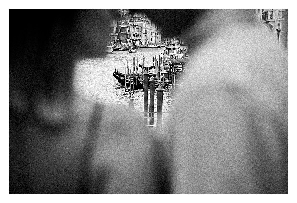 VENICE-COUPLE-PHOTOSHOOT-film-fuji-400h-stefano-degirmenci_0811.jpg