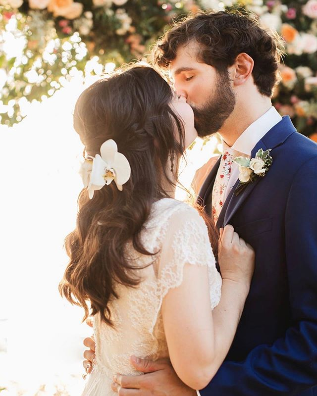 So much sweetness here! The kindest bride ever who loves flowers made our work a total joy!! You know I love the grooms adorbs floral tie! 📷 @aimeereynoldsphotography
