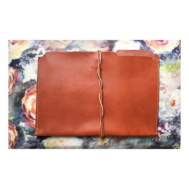 01.19.2019 My website will remain but this account will be gone next week. If you'd like to stay in touch DM me and I'll give you my digits or you can always email me thru my website. 💛 #goodbyeinstagram #leatherwork #filefolder #doehandcrafted