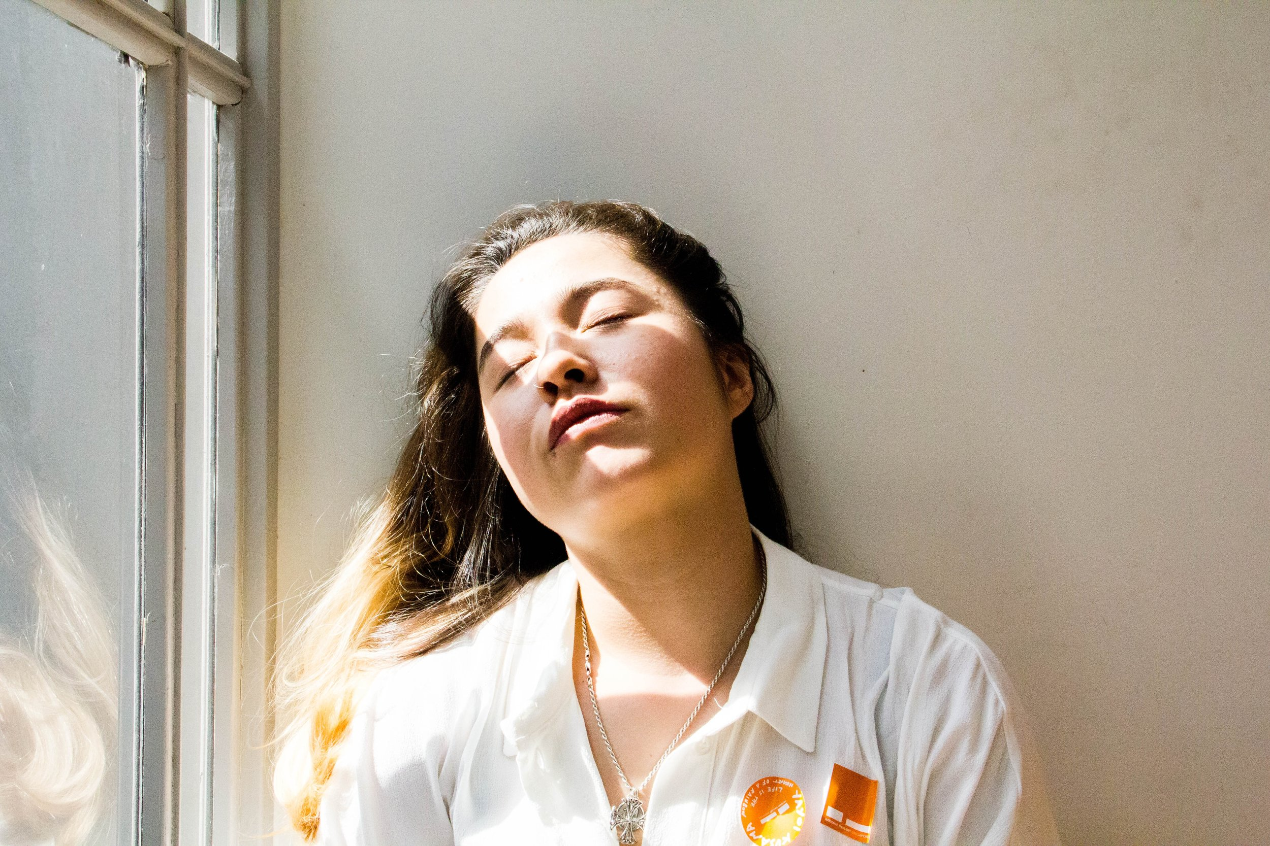 woman tired at work who has daytime sleepiness