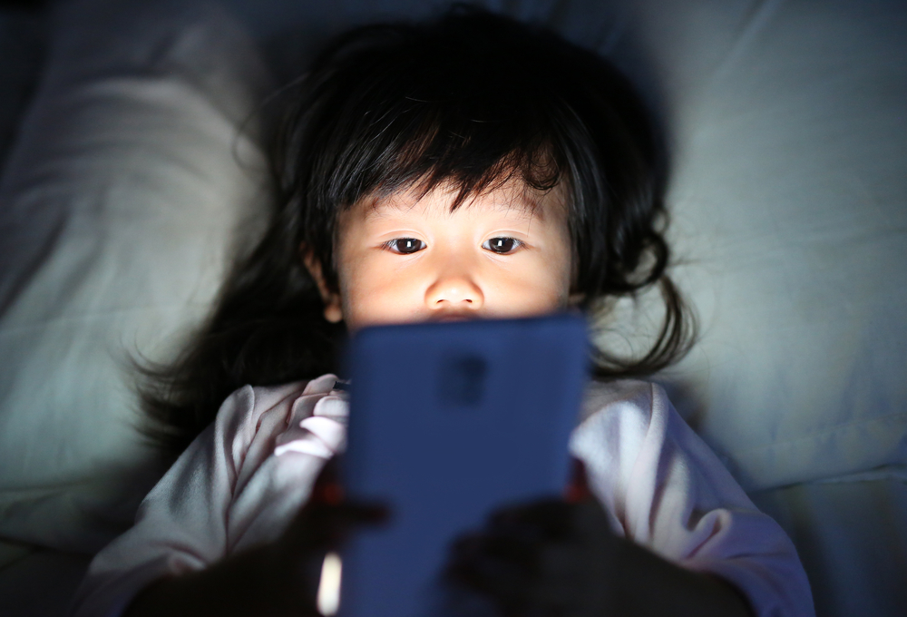 kids can develop sleep disorders like insomnia and daytime sleepiness from electronics at night
