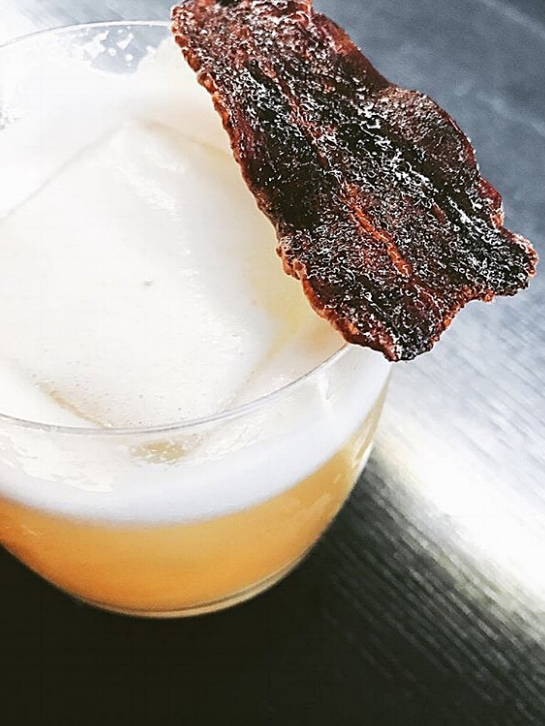 Bar Oso's signature Oso Sour. PC: @CharlesKoh_ via @BarOso_Whistler on IG.