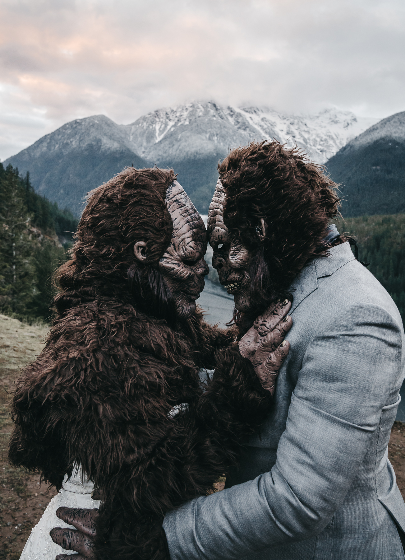 SEATTLE ADVENTURE ELOPEMENT PHOTOGRAPHER | SASQUATCH WEDDING