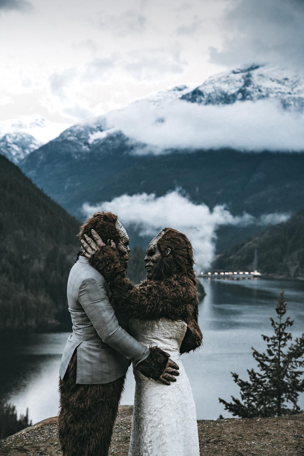 SEATTLE ADVENTURE ELOPEMENT PHOTOGRAPHER   SASQUATCH WEDDING