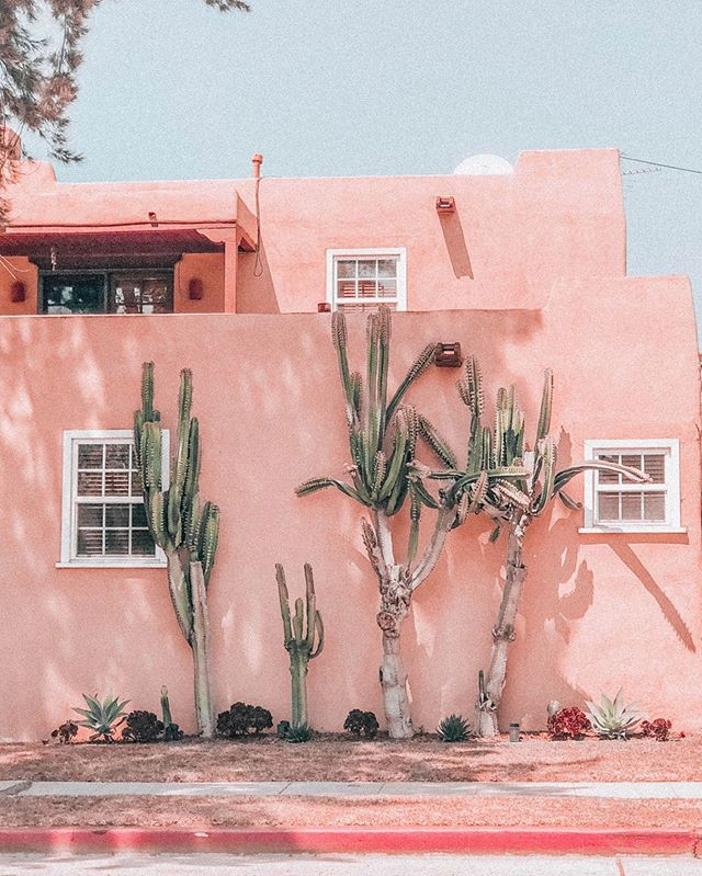 Have you noticed that we've rebranded Girlcrush?! We both (@themaddieclark and I) moved out to Vegas from the east coast this past year and I really wanted the brand to reflect our new surroundings. Our new branding is inspired by the desert! 🌵 ⠀⠀⠀⠀⠀⠀⠀⠀⠀ Have you rebranded your business or blog before!? If you're stuck in a rut and feel uninspired (like I was), maybe it's time to rebrand. I no longer felt aligned with the old branding and that's part of what was making it hard for me to create content. Ever since rebranding, it feels like I've content inspiration flowing through my veins. ⠀⠀⠀⠀⠀⠀⠀⠀⠀ Don't be afraid to shake things up. You're not stuck in your current situation and if you're not feeling inspired, it's okay to make changes!