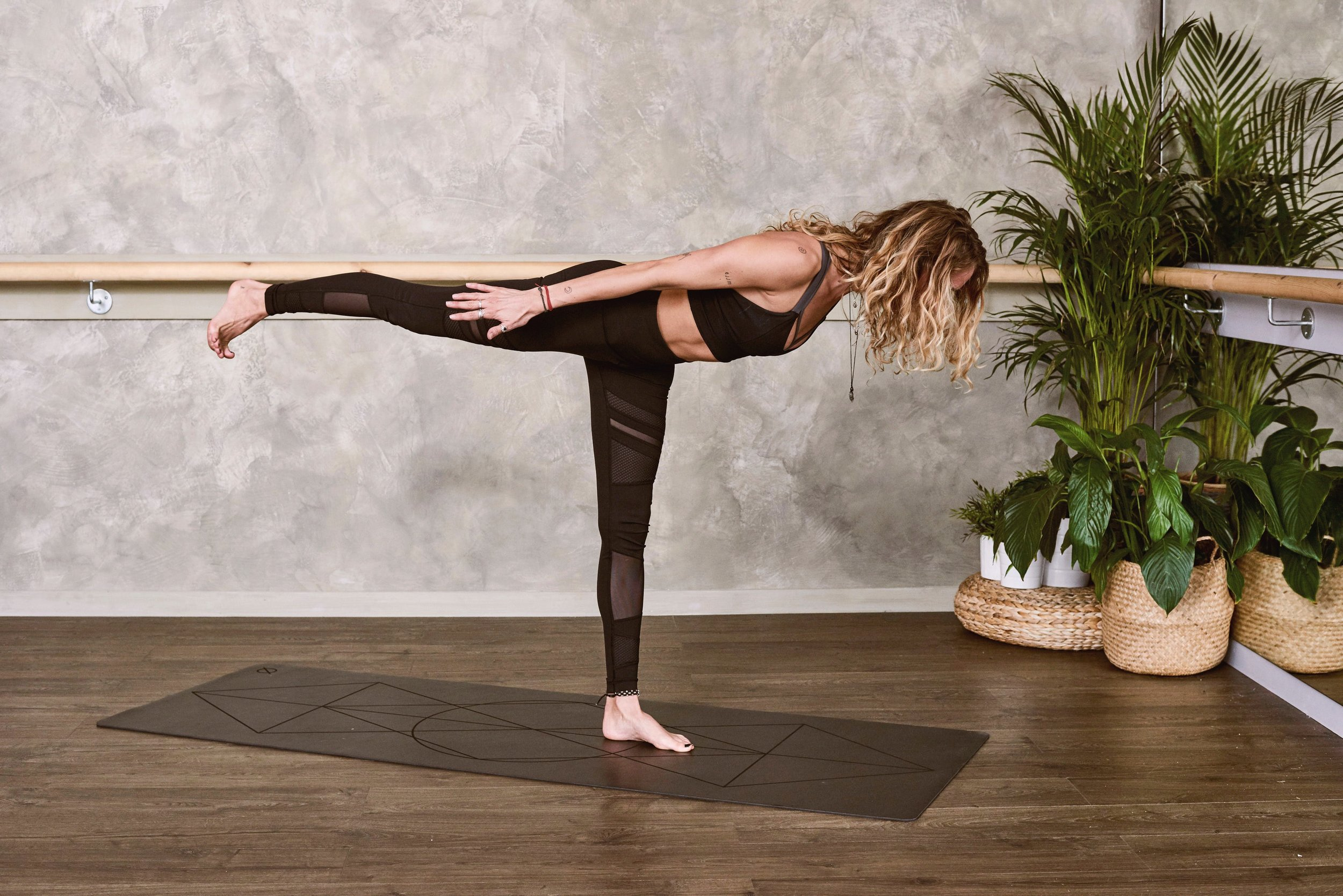 acro-pose-acro-yoga-acro-yoga-pose-1881993.jpg