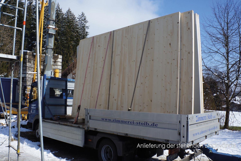 zimmerei-stoib-holzbau-holzhaus-stehende-blockwand-montage-bauablauf-02.jpg