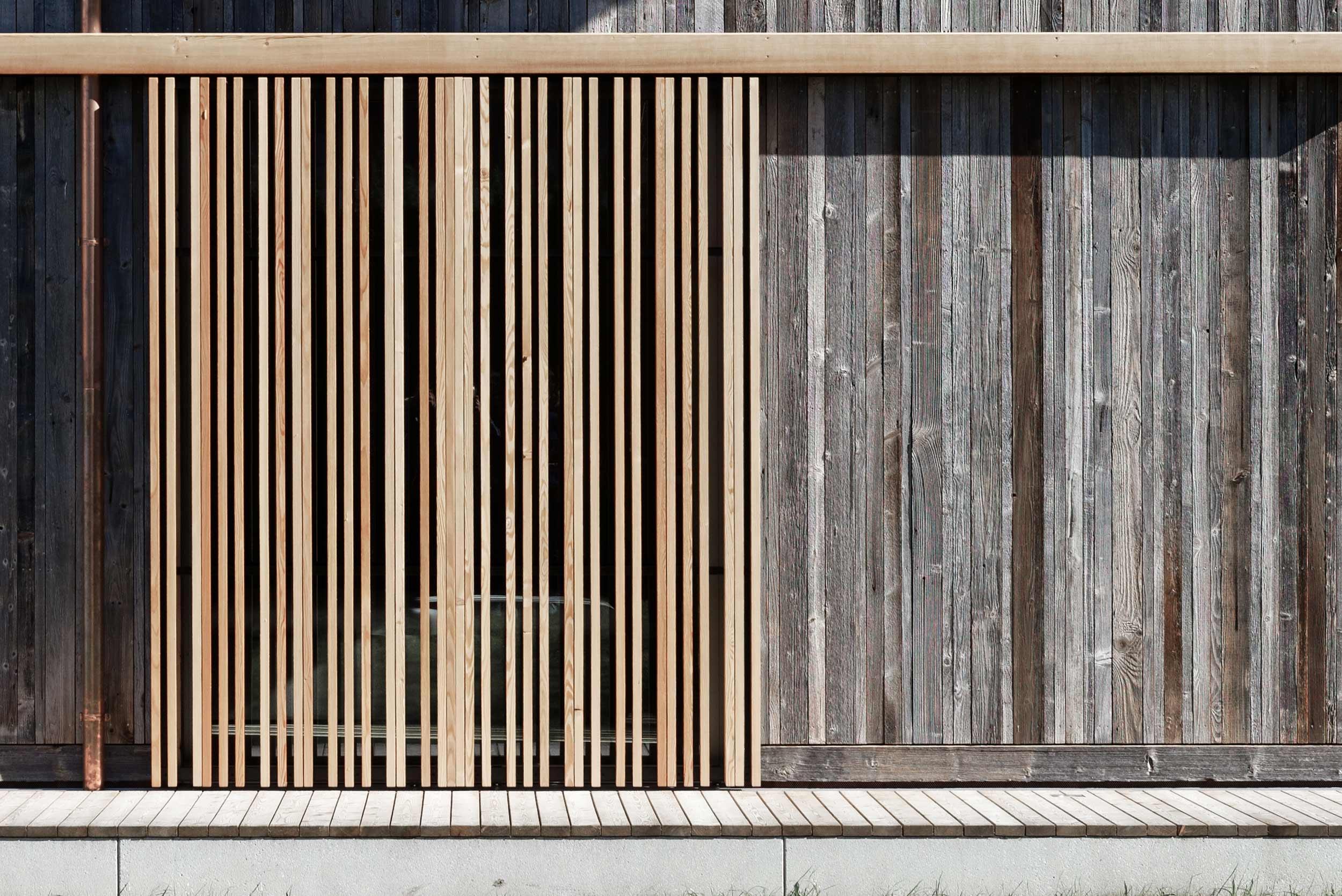 zimmerei-stoib-holzbau-holzhaus-holzarchitektur-tegernsee-modern-altholz-terrasse-schiebeläden-11.jpg